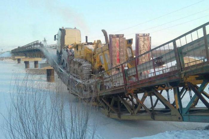 Мост рухнул под тяжестью большегруза