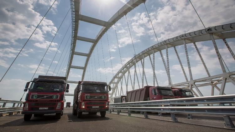 Движение грузового транспорта по Крымскому мосту будет открыто с 1 октября