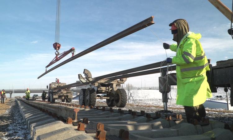 Строители уложили первый километр на подходе к Крымскому мосту