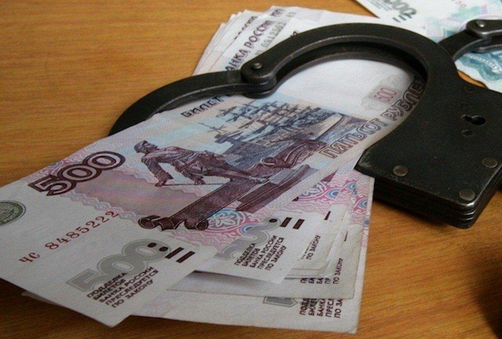 В Новгородской области заключены под стражу два инспектора ГИБДД, которые брали взятки за перевозку негабаритных грузов