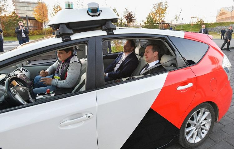 Тестирование беспилотных автомобилей по российским трассам начнется с 1 декабря