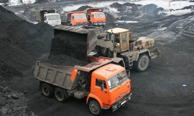 Грузовики с углем скоро будут под запретом в населенных пунктах Кемеровской области.