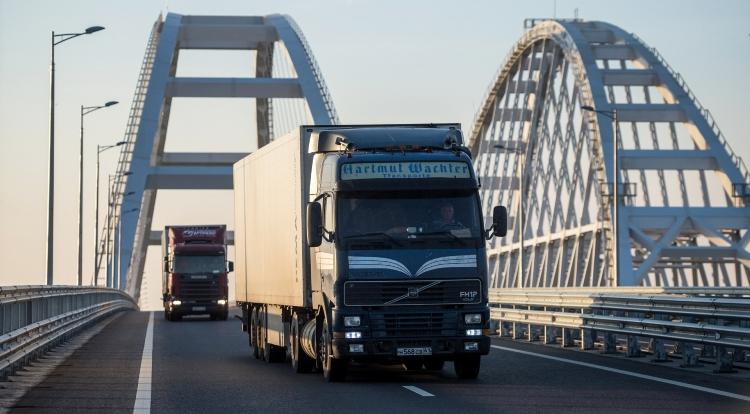 Движение по Крымскому мосту будет приостановлено для грузовиков с начала лета до 1 сентября