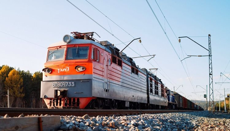 РЖД снимает с движения грузовые поезда