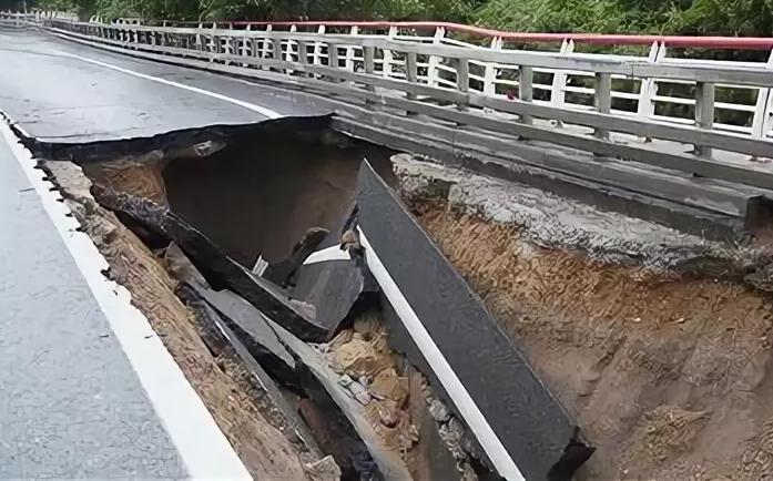 25 июля в Сочи частично обрушилась федеральная трасса