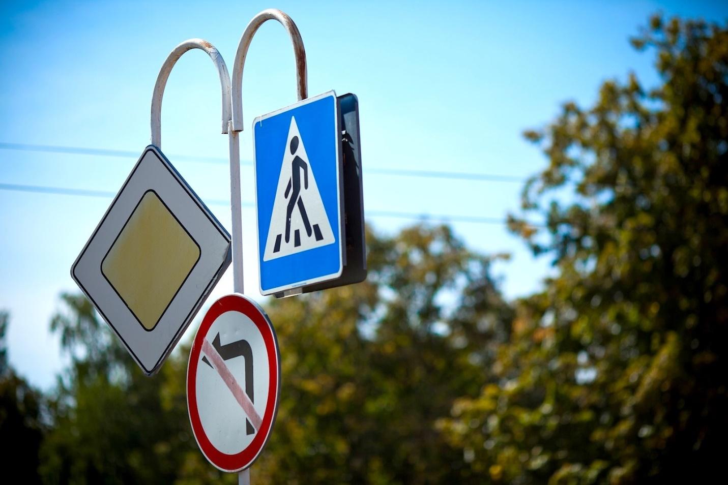 Более 1500 социально значимых участков дорог будет обустроено по всей России