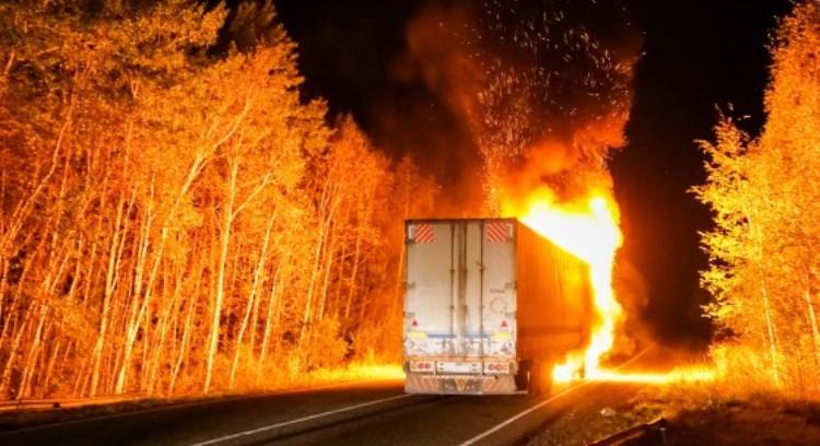 Огненное «шоу» от водителя грузовика