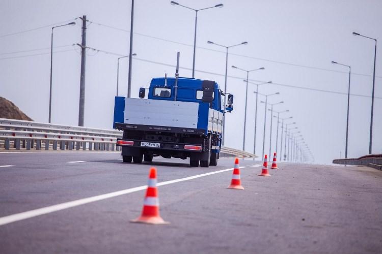 Беспилотные фуры будут курсировать по маршруту Москва – Санкт-Петербург