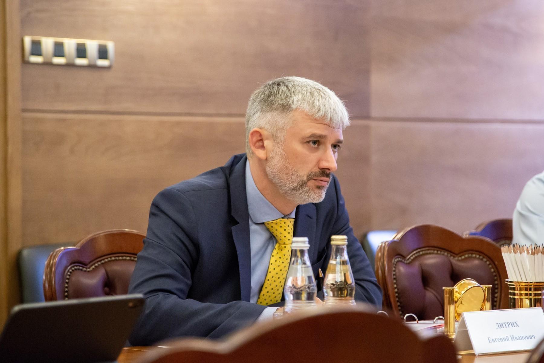 Евгений Дитрих ответил на вопросы граждан. Что интересного в ответах министра?