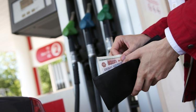 В 18 регионах России бензин подорожал одновременно за неделю